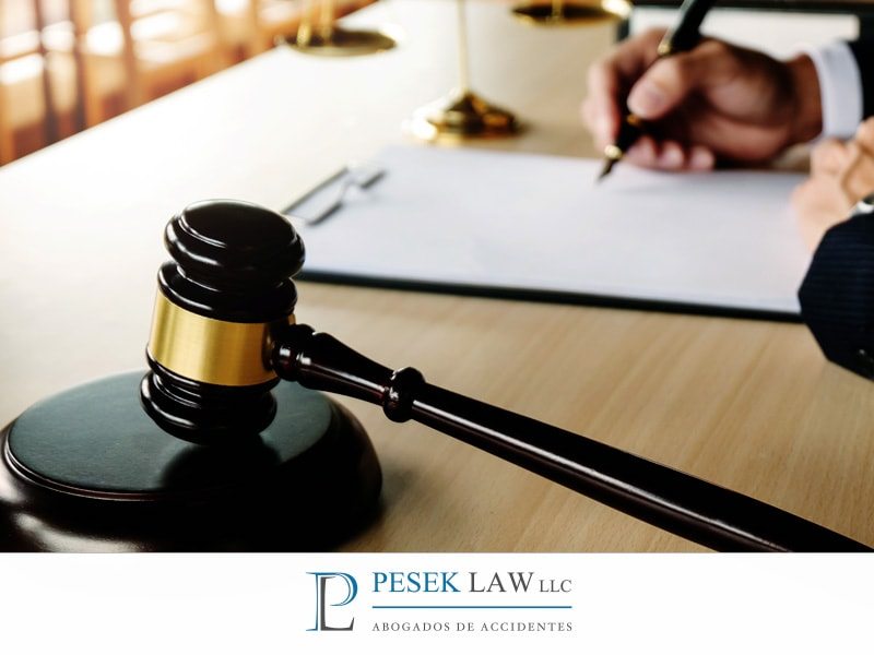 Pesek Law: ¿Me conviene ir a juicio? - Abogados de Accidentes, Omaha
