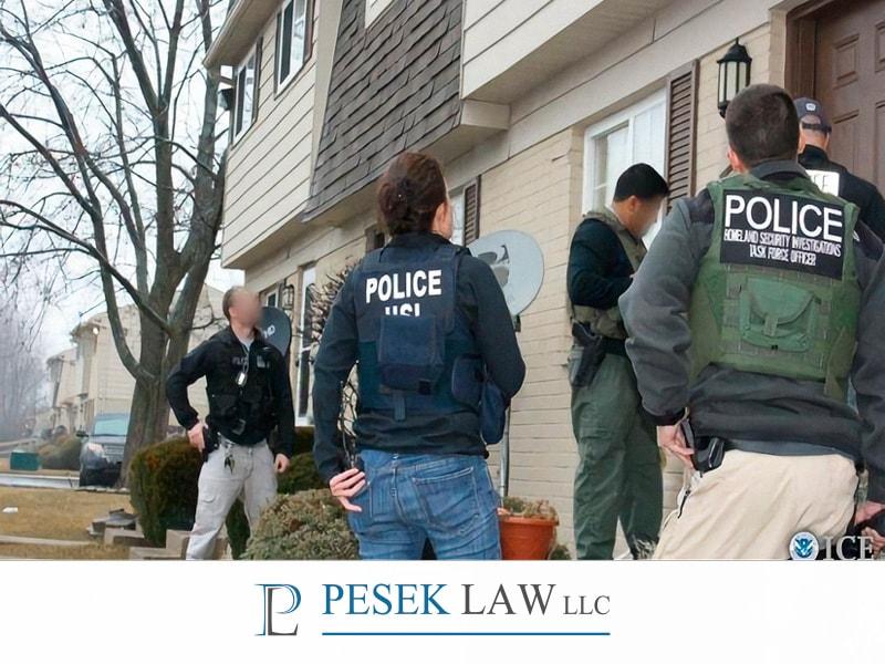 Abogados de Casos de Inmigración, ICE toca a mi puerta | Pesek Law
