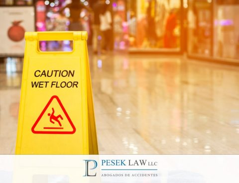 Caídas y resbalón en áreas públicas - Abogado de Accidentes | Pesek Law blog