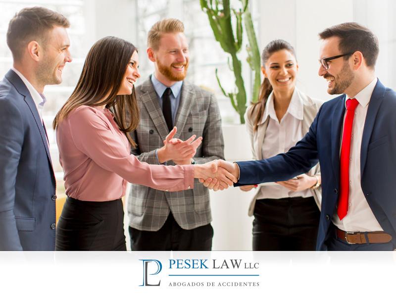 ¿Cuál es el beneficio de contratar un abogado de accidentes en caso de accidente?