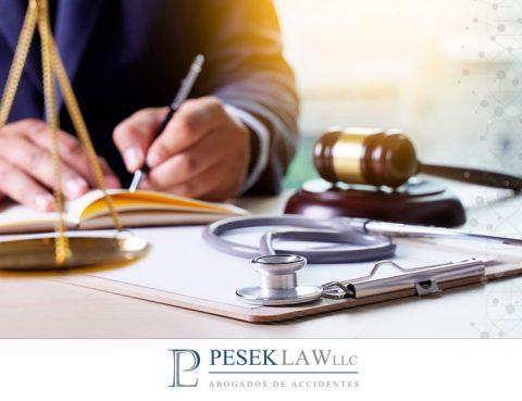 ¿Cómo saber si un abogado es especialista en casos de negligencia médica?